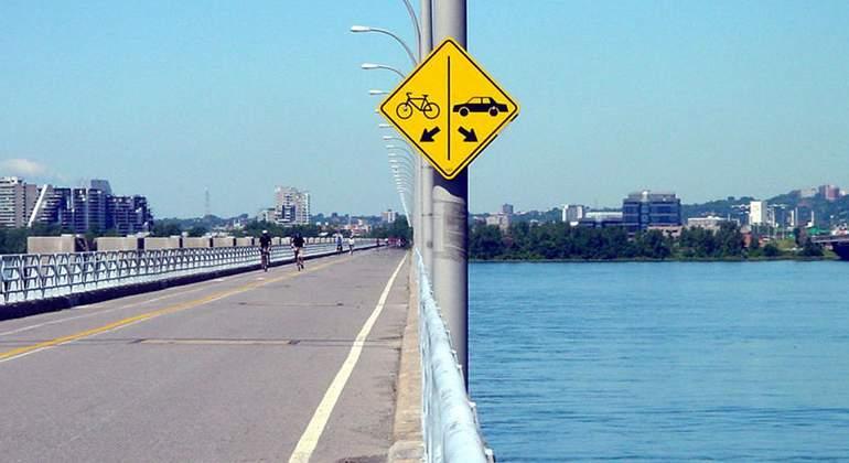 señal bicis y coches