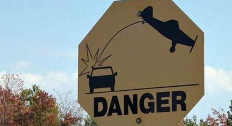 señal aviones golpeando coches