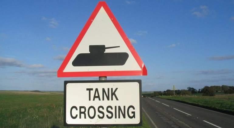 señal tanques cruzando