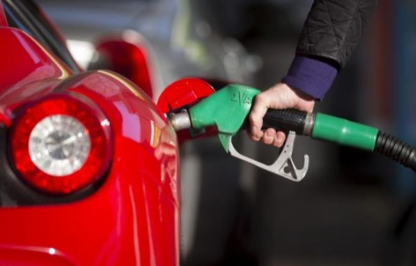 llenar depósito gasolina