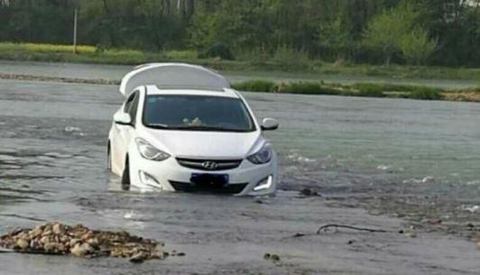 coche río gps